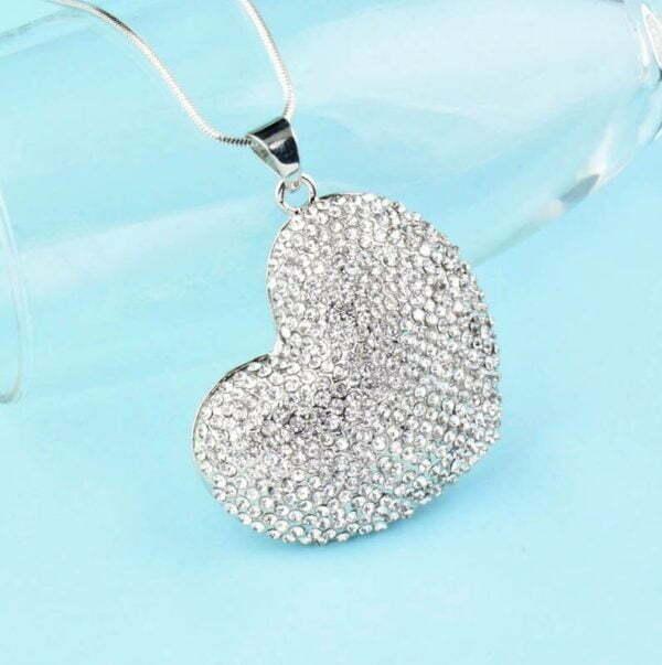 Колие с медальон сърце с цирконий