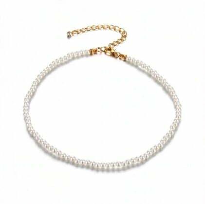 Чокър с бели перли